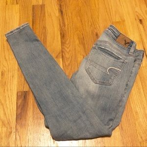 American Eagle light wash jegging